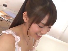 Mooi Japans meisje zuigt een lul